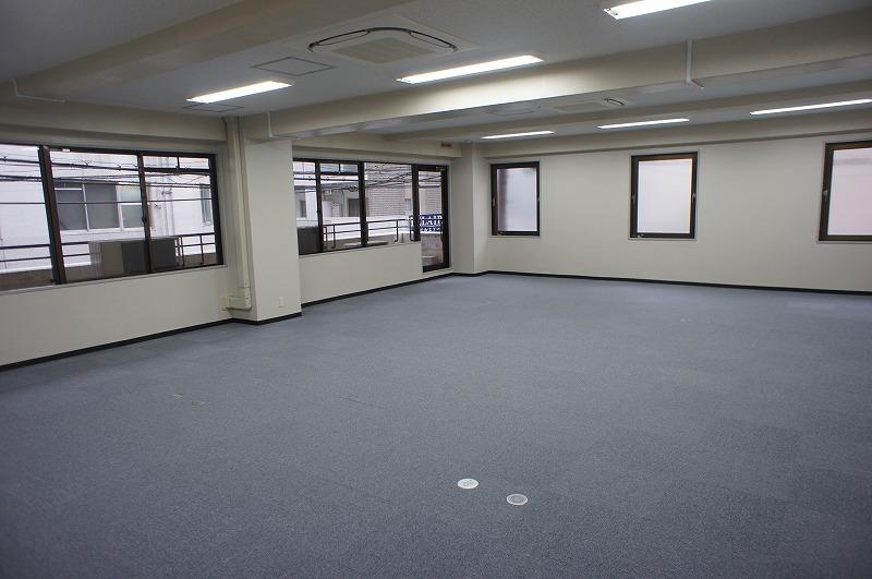 サプライズビル201号室